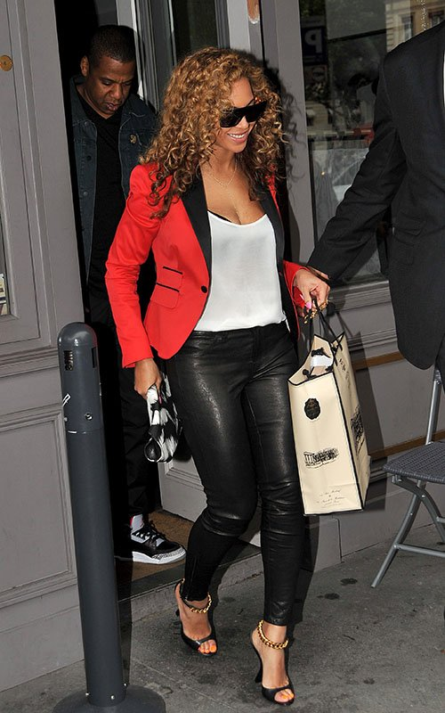http://fashionbombdaily.com/wp-content/uploads/2012/06/beyonce-caviar-kaspia-paris-dsquared2-red-smoking-blazer-j-brand-super-skinny-leather-leggings-alexander-mcqueen-de-manta-tiger-print-clutch-tom-ford-black-leather-wedges.jpg