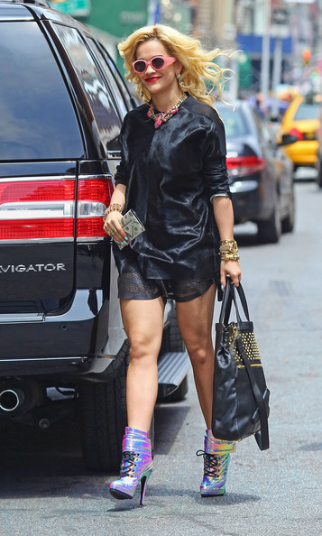 rita-ora-patricia-field-new-york-city-blumarine-mirrored-leather-boots