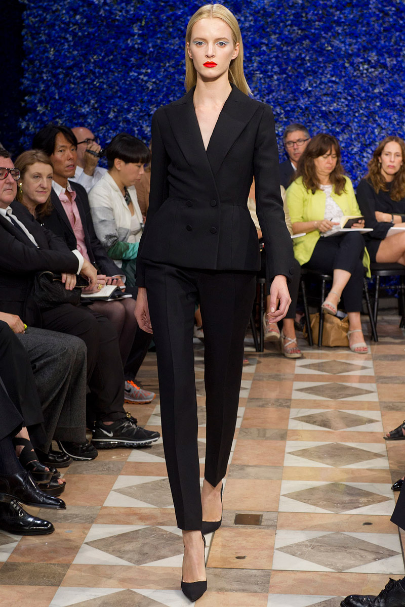 dior-fall-2012-couture-runway-02_130431359102