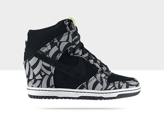 cassie london Nike-Dunk-Sky-High-Liberty-OG-QS-Womens-Shoe-543217_011_A