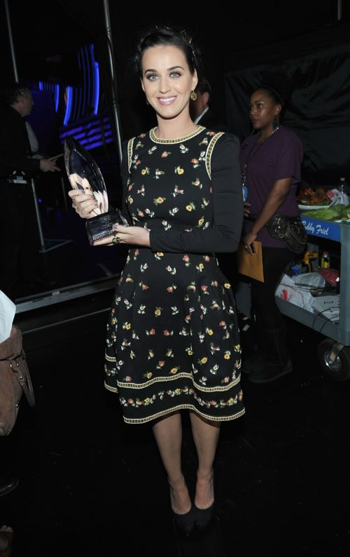 katy-perry-39th-peoples-choice-awards-los-angeles-valentino-fall-2012-dress