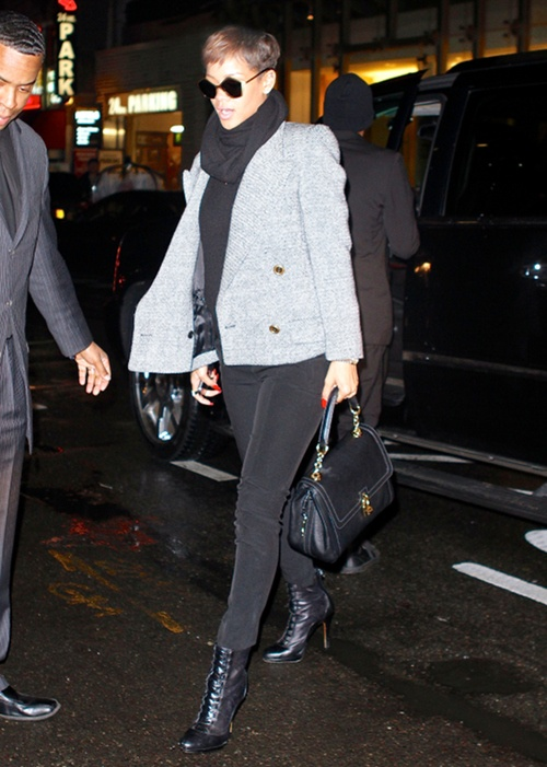 rihanna new york city dolce gabbana dolce handbag miu Miu sunglasses