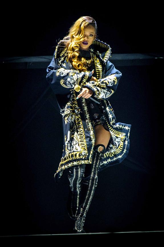 diamonds tour Rihanna world