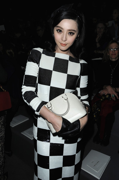 fan-bingbing-louis-vuitton-fall-2013-fashion-show-paris-fashion-week-louis-vuitton-spring-2013-black-and-white-checkered-dress-white-mini-alma-bag-giuseppe-zanotti-black-patent-peep-toe-2