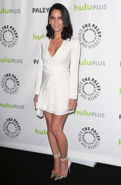 olivia-munn-paleyfest-2013-beverly-hills-j-mendel-white-long-sleeve-dress-manolo-blahnik-pumps-vince-camuto-clutch
