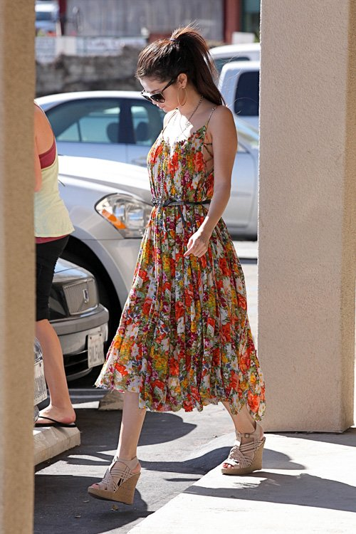 selena-gomez-encino-california-free-people-fp-one-criss-cross-florals-maxi-dress-mcfadin-sundance-fringe-bag-tory-burch-nadia-wedge-sandals-1