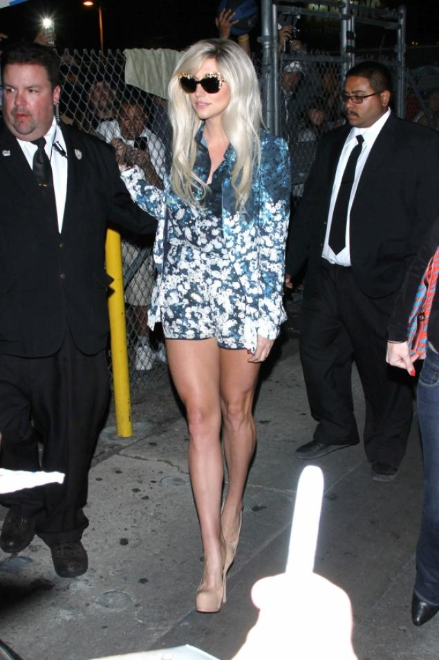 c3a5cff15f92 ... Dolce   Gabbana Fall 2012 sunglasses and  795 Saint Laurent Tribute Two  Pumps  kesha-jimmy-kimmel-live-o2nd-floral-blazer-blouse-