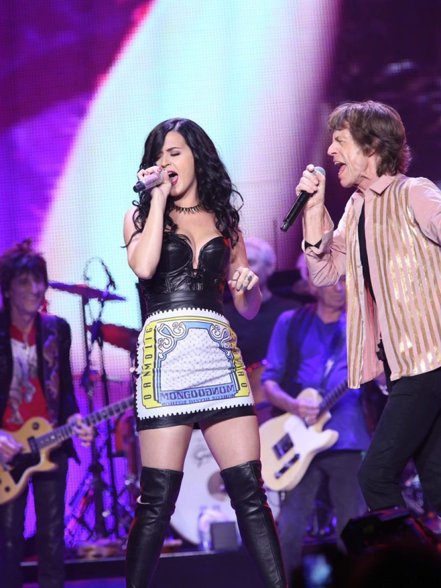 katy-perry-the-rolling-stones-beast-of-burden-concert-las-vegas-tour-stop-vintage-leather-bustier-mary-katrantzou-printed-leather-skirt-giuseppe-zanotti-thigh-high-leather-boots-1