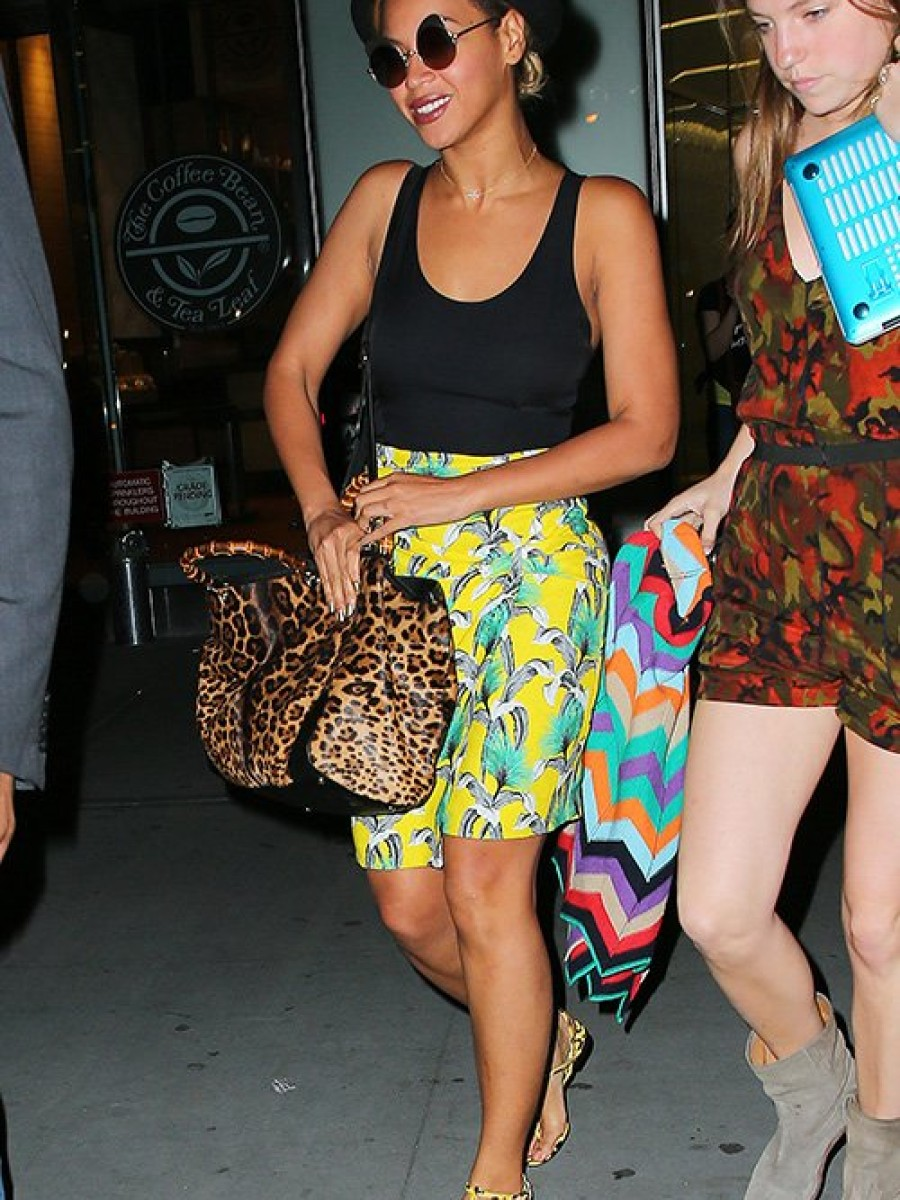 Look-For-Less-Beyonces-New-York-City-Proenza-Schouler-Black-and-Yellow-Print-Silk-Dress