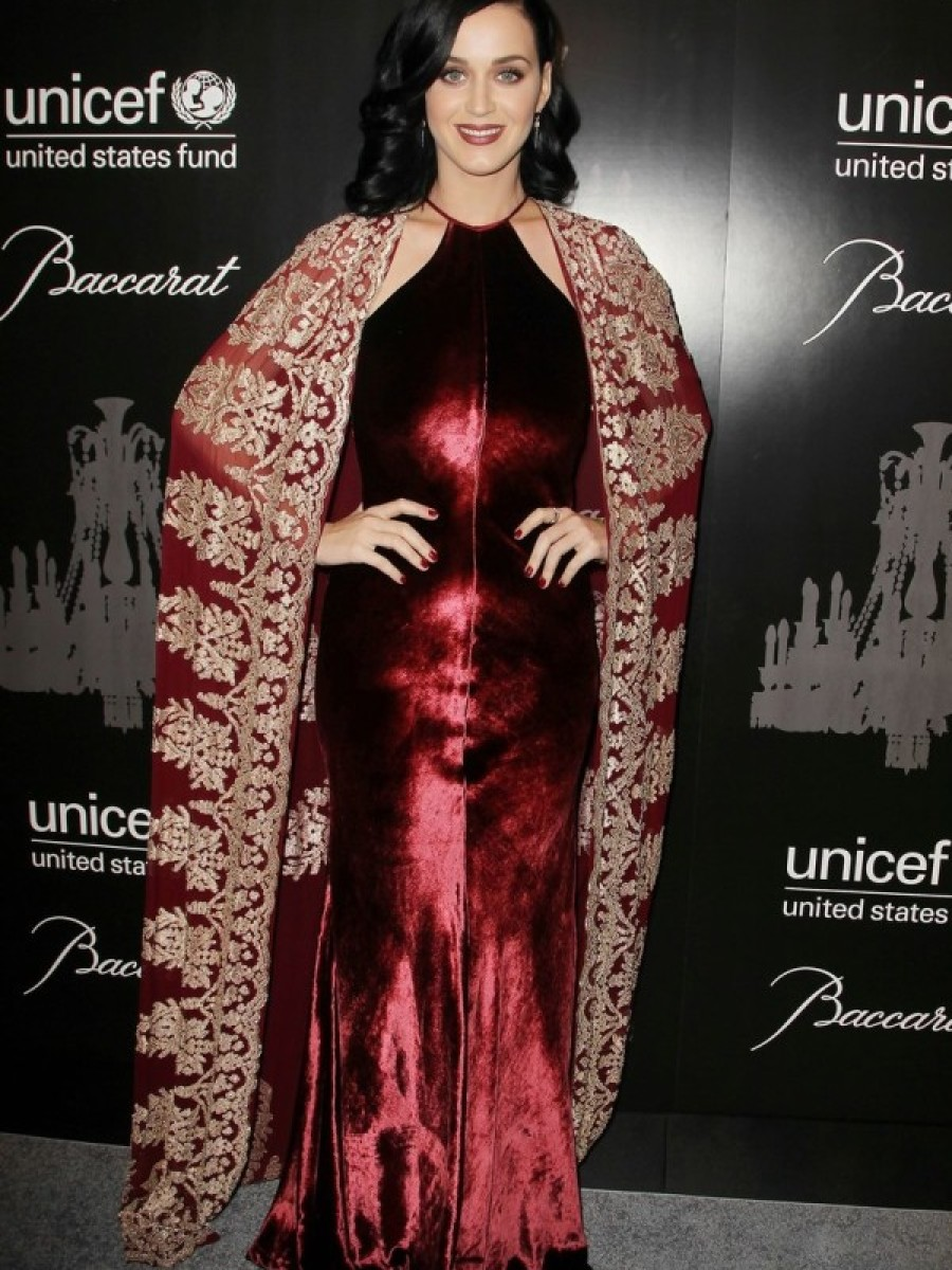 Katy-Perry-Naeem-Khan-Fall-2013-UNICEF-Snowflake-Ball