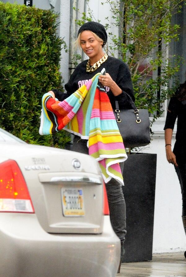 Beyonce-Joeys-Restaurant-Surfboard-Sweatshirt