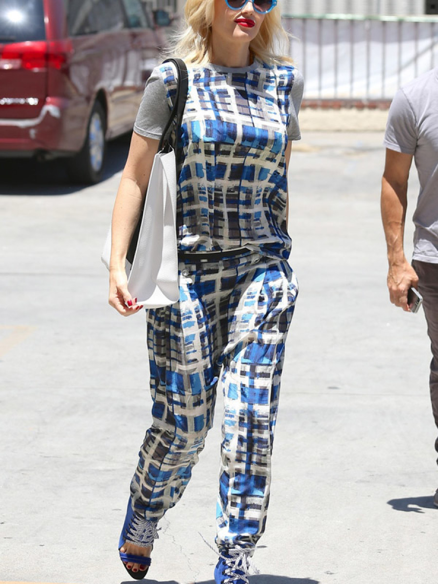 Gwen Stefani arrives for weekly acupuncture in Los Angeles