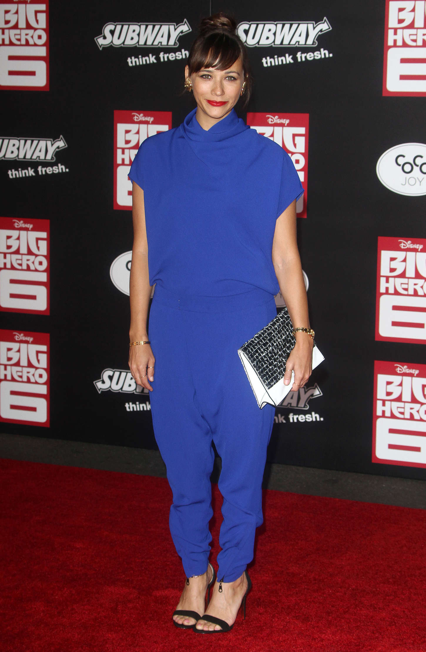 get-the-look-rashida-joness-big-hero-6-hollywood-premiere-camilla-and-marc-download-trousers-and-agility-top