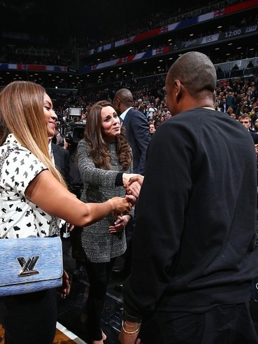 Beyonce's Brooklyn Nets Game Louis Vuitton Spring 2015 Twist Epi Chain Bag in Denim Lite