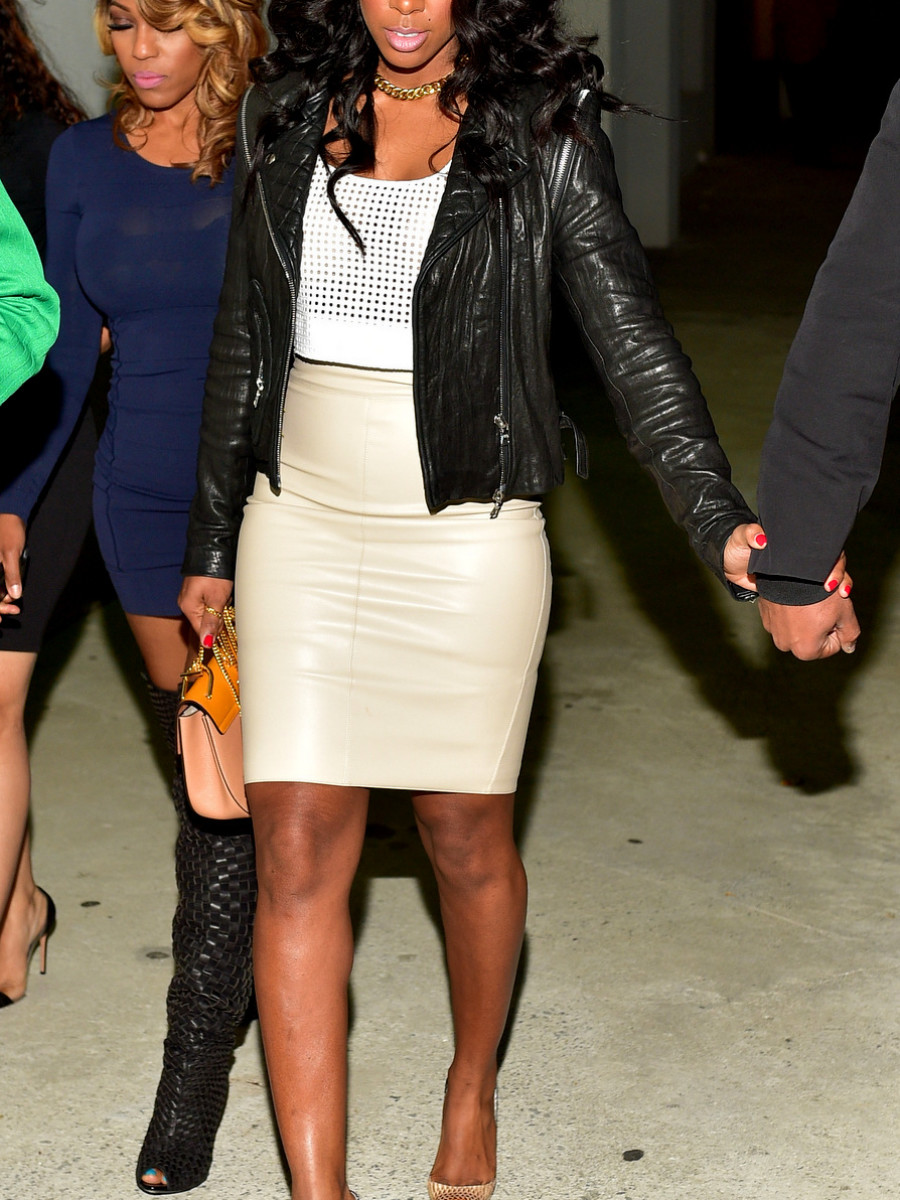 Kelly Rowland topped a tan skirt and a perforated tank off with a leather jacket and Christian Louboutin pumps. Hot!