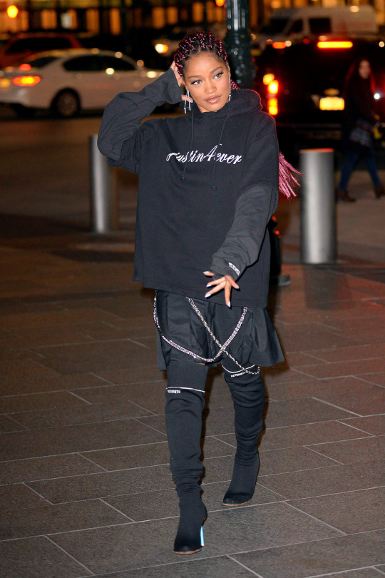 keke-palmer-new-york-city-vetement-loit-black-sweashirt-boots