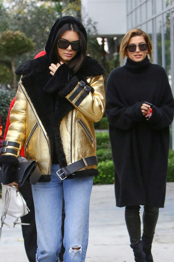 kendall-jenner-and-hailey-baldwin-leave-zinque-cafe-acne