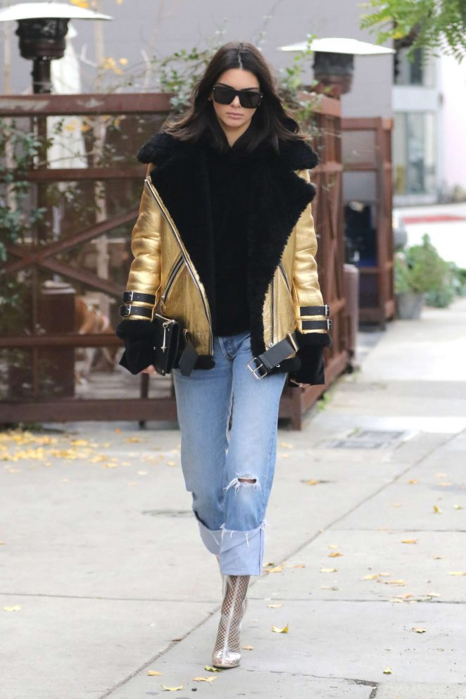 kendall-jenner-and-hailey-baldwin-leave-zinque-cafe-dylan-kain