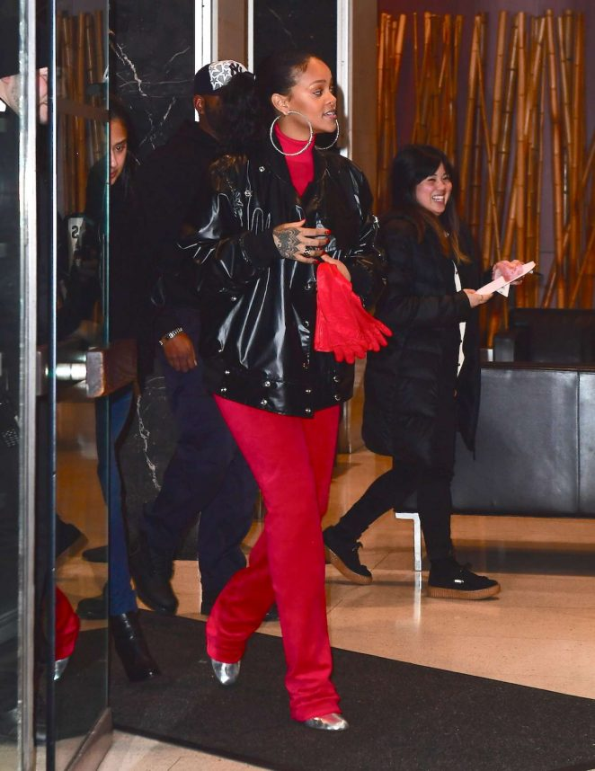 rihanna-leaving-her-dentists-office-in-new-york-vetements