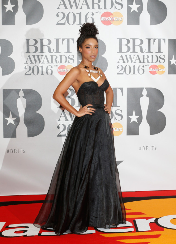 Brit+Awards+2016+Red+Carpet+Arrivals-lianne-la-havas