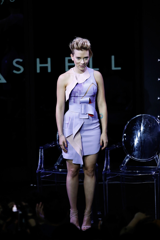 Hot Or Hmm Scarlett Johansson S Ghost In The Shell Global Trailer Launch Atelier Versace Couture Fall 2016 Lavender Ruffled Cutout Pencil Dress Fashion Bomb Daily Style Magazine Celebrity Fashion Fashion News